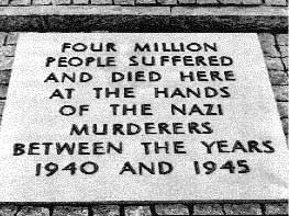 Pologne-Auschwitz-Ancienne-Plaque.jpg