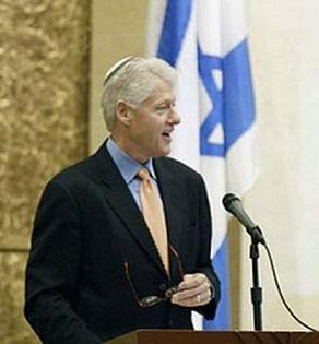 bill-clinton-yarmulke-synagogue.jpg