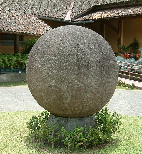 http://www.the-savoisien.com/blog/public/img17/bosnie/Stone_sphere.jpg