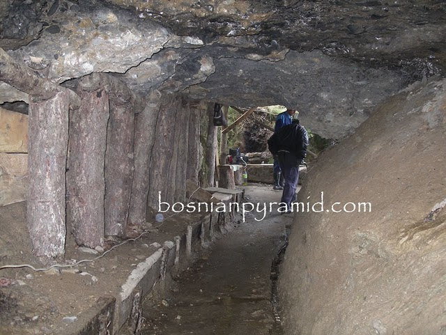 http://www.the-savoisien.com/blog/public/img17/bosnie/bosnie_pyramide_2.jpg
