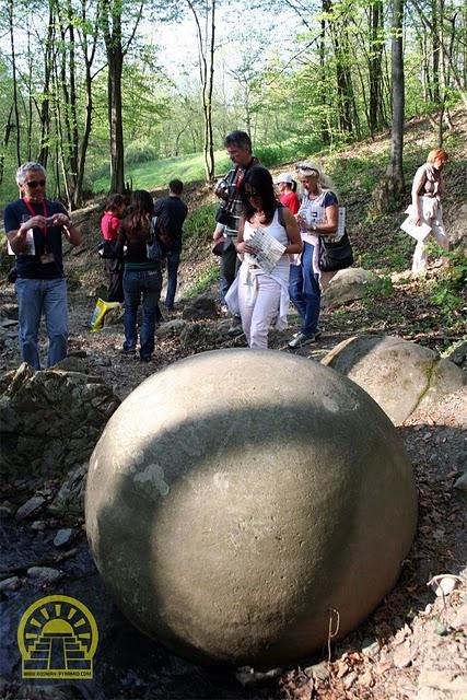 http://www.the-savoisien.com/blog/public/img17/bosnie/pyramide_bosnie.jpg