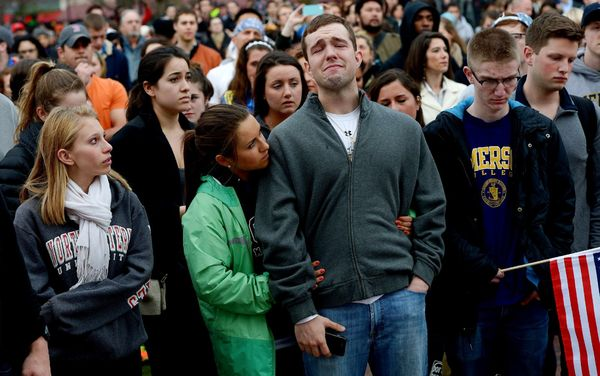 boston-bombing-grieving-crowd_66488_600x450.jpg