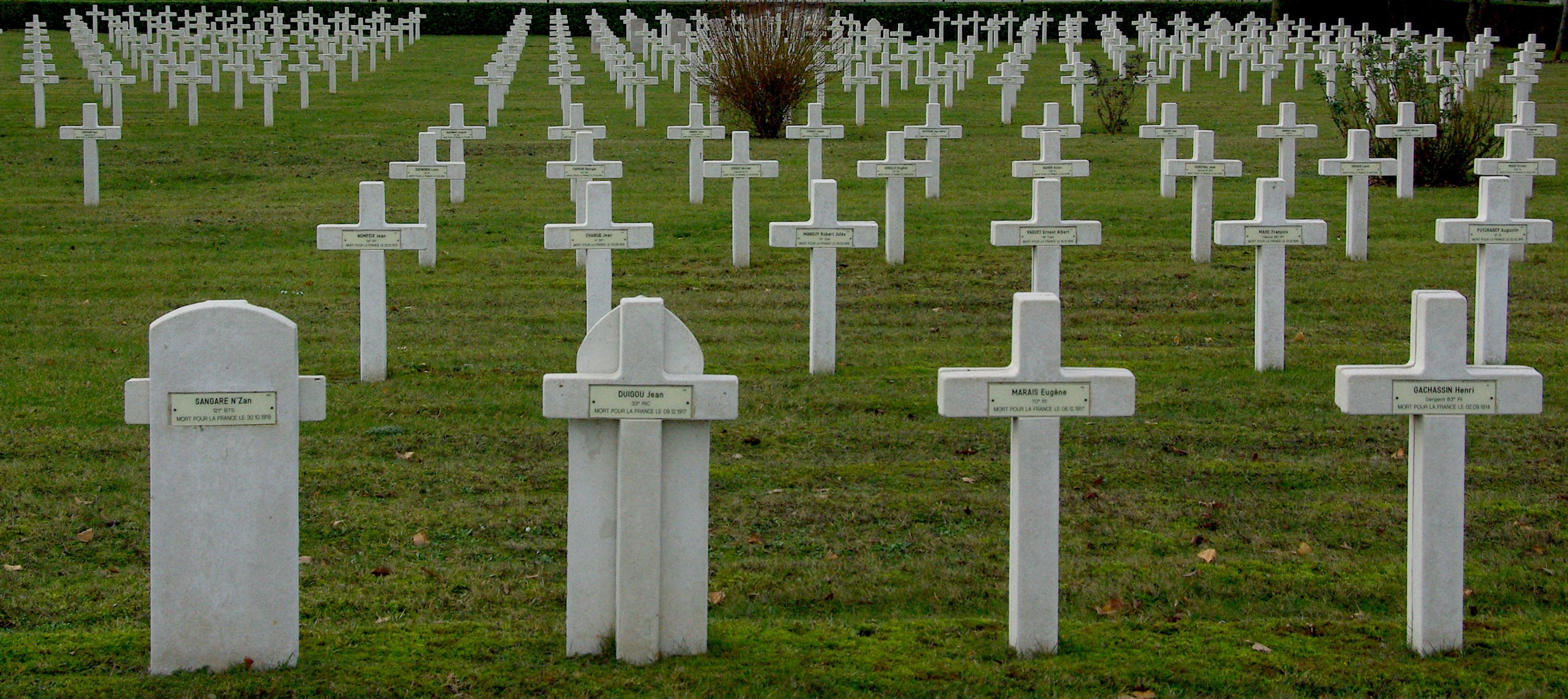 2011-12-24_15-59-50_-_VLF_Hommage_a_nos_morts.JPG