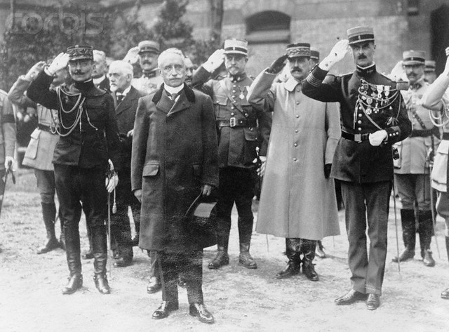 Paul_Deschanel_en_visite_a_Tours_1920.jpg