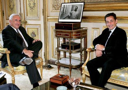 Quand-DSK-rencontre-Sarkozy-dans-les-toilettes-la-tension-monte_closer_news_xlarge.jpg