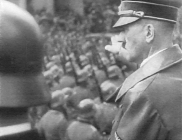 http://www.the-savoisien.com/blog/public/img4/Adolf_Hitler_Grusst_Die_Wehrmacht.jpg