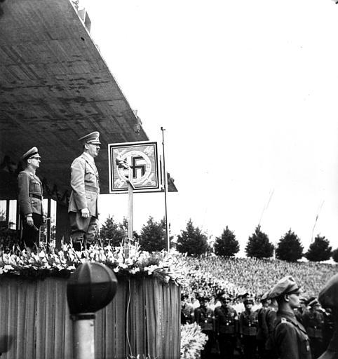http://www.the-savoisien.com/blog/public/img4/Adolf_Hitler_PhotoGallery.jpg