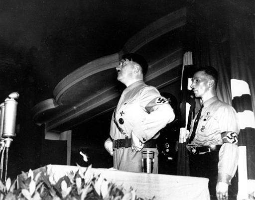 http://www.the-savoisien.com/blog/public/img5/Adolf_Hitler_53.jpg