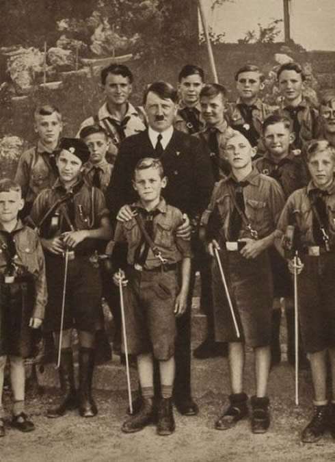 Adolf-Hitler-acknowledging-the-achivements-of-the-youth-of-Germany.jpg