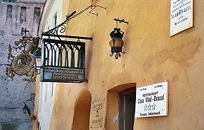 http://www.the-savoisien.com/blog/public/img6/Dracula_house.jpg