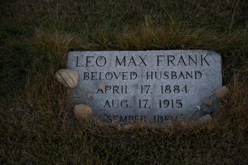 Frank-grave-Brooklyn-489x326.jpg