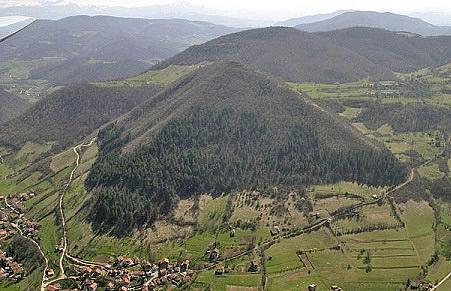 http://www.the-savoisien.com/blog/public/img6/bosnian_pyramid_charroux_robert.jpg