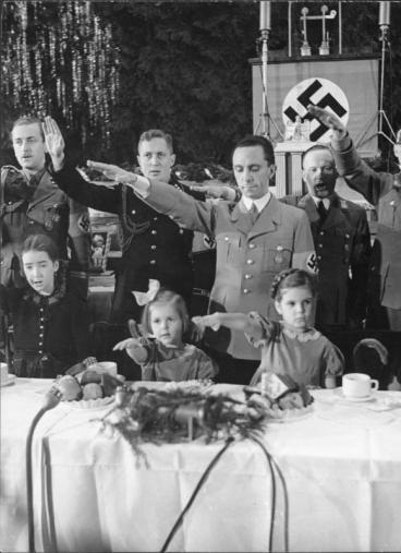 1942_goebbels_children.jpg