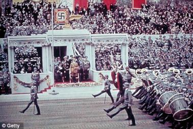 Geburtstagsparaden_Fur_Adolf_Hitler.jpg