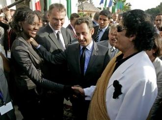 Khadafi_l__esclave_et_le_poteau_de_boue.jpg