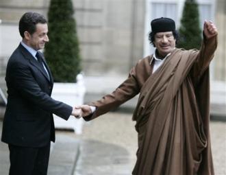Khadafi_le_poteau_de_boue.jpg