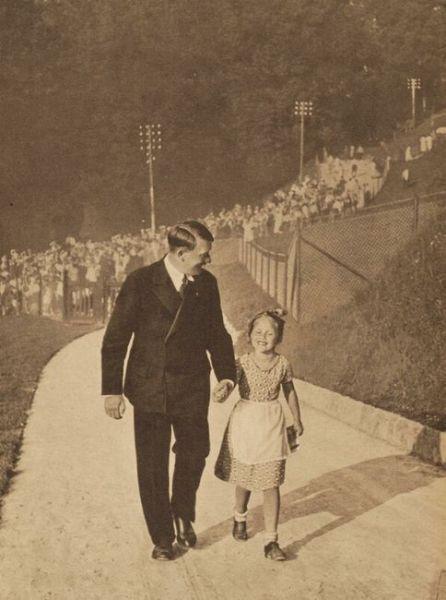 http://www.the-savoisien.com/blog/public/img9/girl_avatar_justice-Adolf_Hitler.jpg